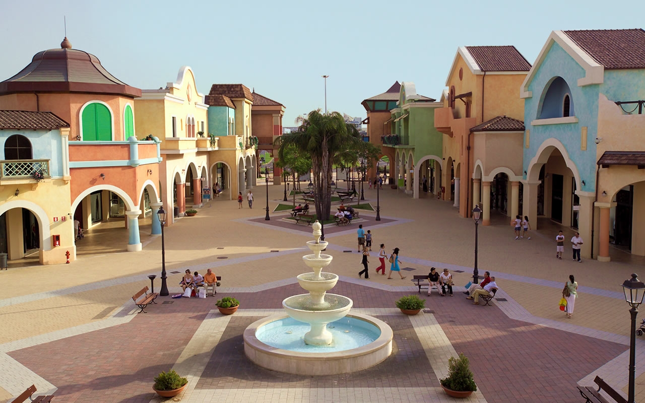 SHOPPING AT THE MANTOVA OUTLET VILLAGE